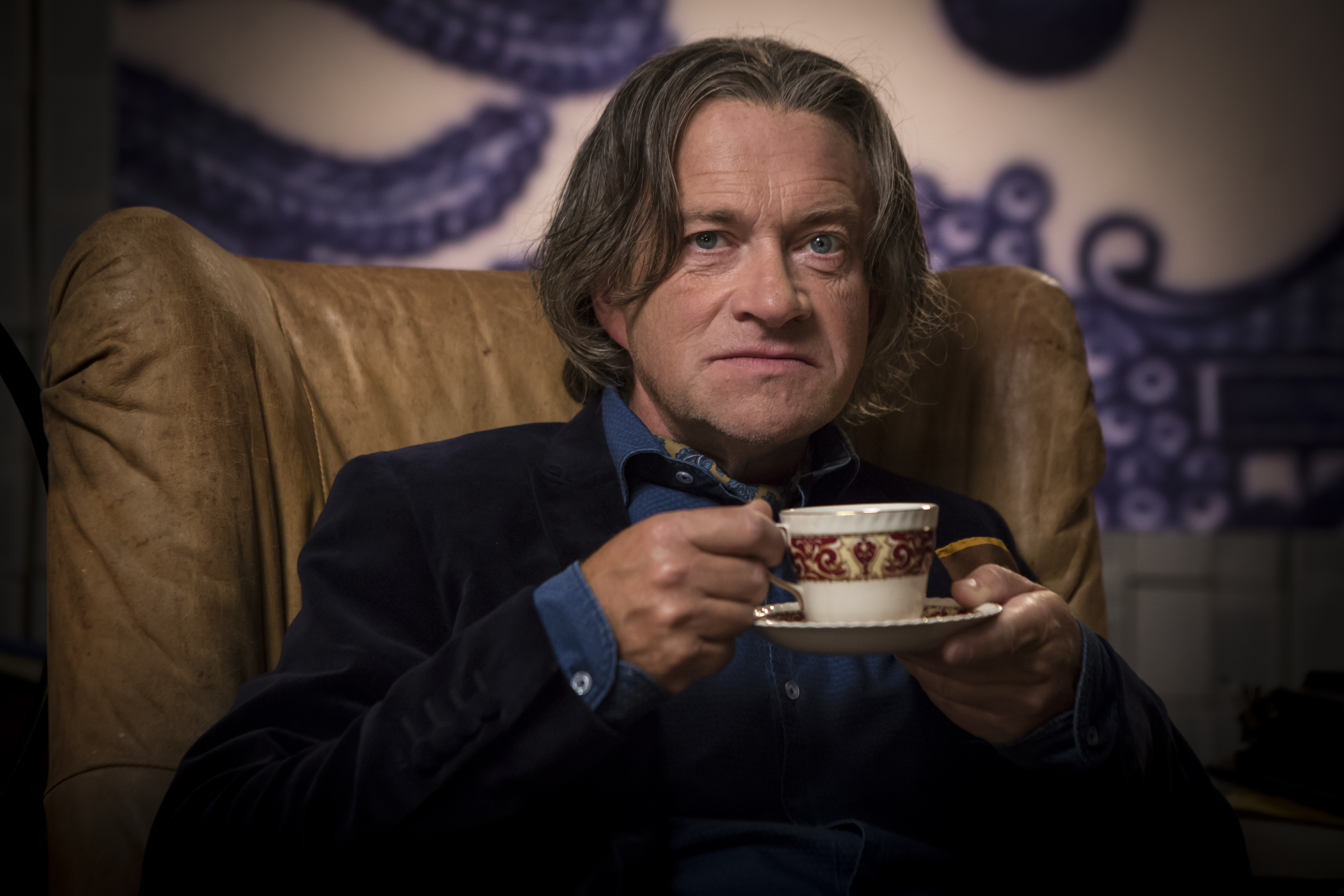 Crackanory – Episode 3 (Harry Enfield who reads The Teacup HasLanded)